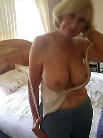 Curvy mature mamas are getting naked